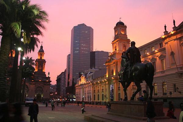 plaza_de_armas_santiago_chile_photo_wiki.jpg